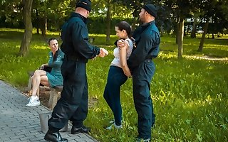 LAW4k. Cop teaches young girl that stealing is very